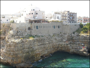 Mari e Monti Bed and breakfast - Le scogliere a picco di Polignano